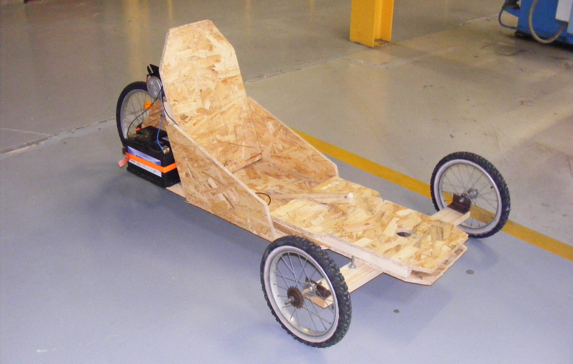 Tricycle électrique en bois